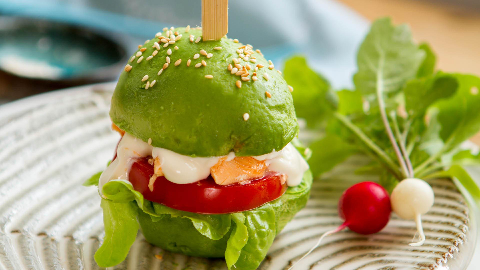 Avocado salmon salad burger - Seafood Experts