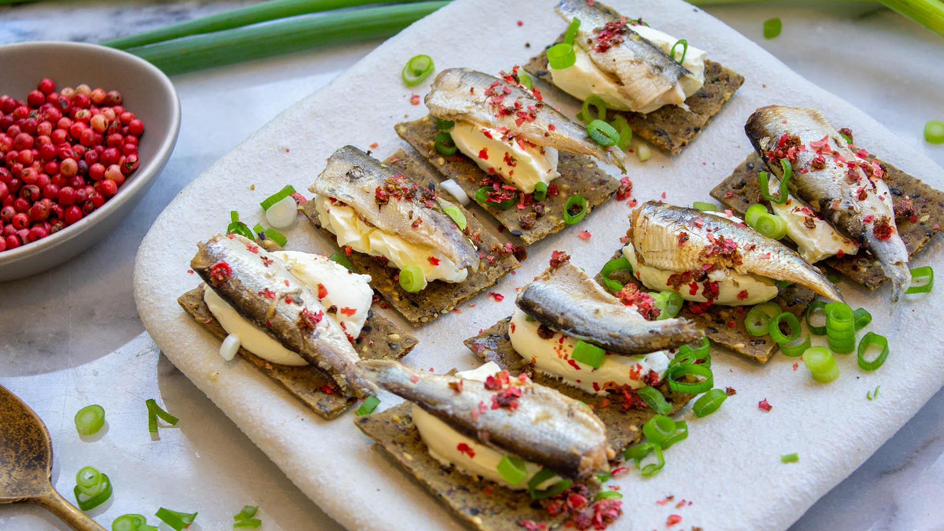 Sardine lime pink pepper nibbles